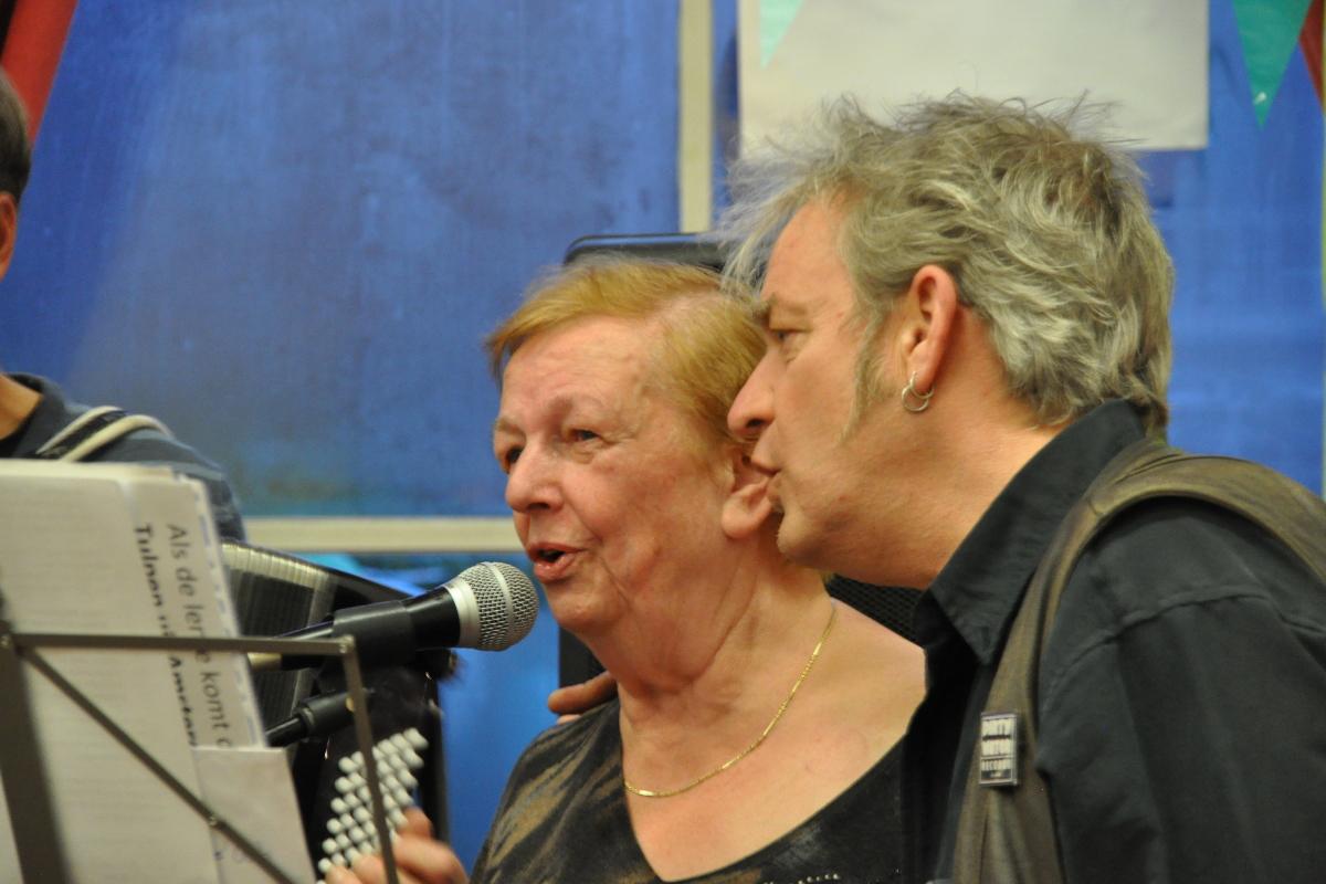 Opening Achter 't Zand 58, optreden Klaas en Riet